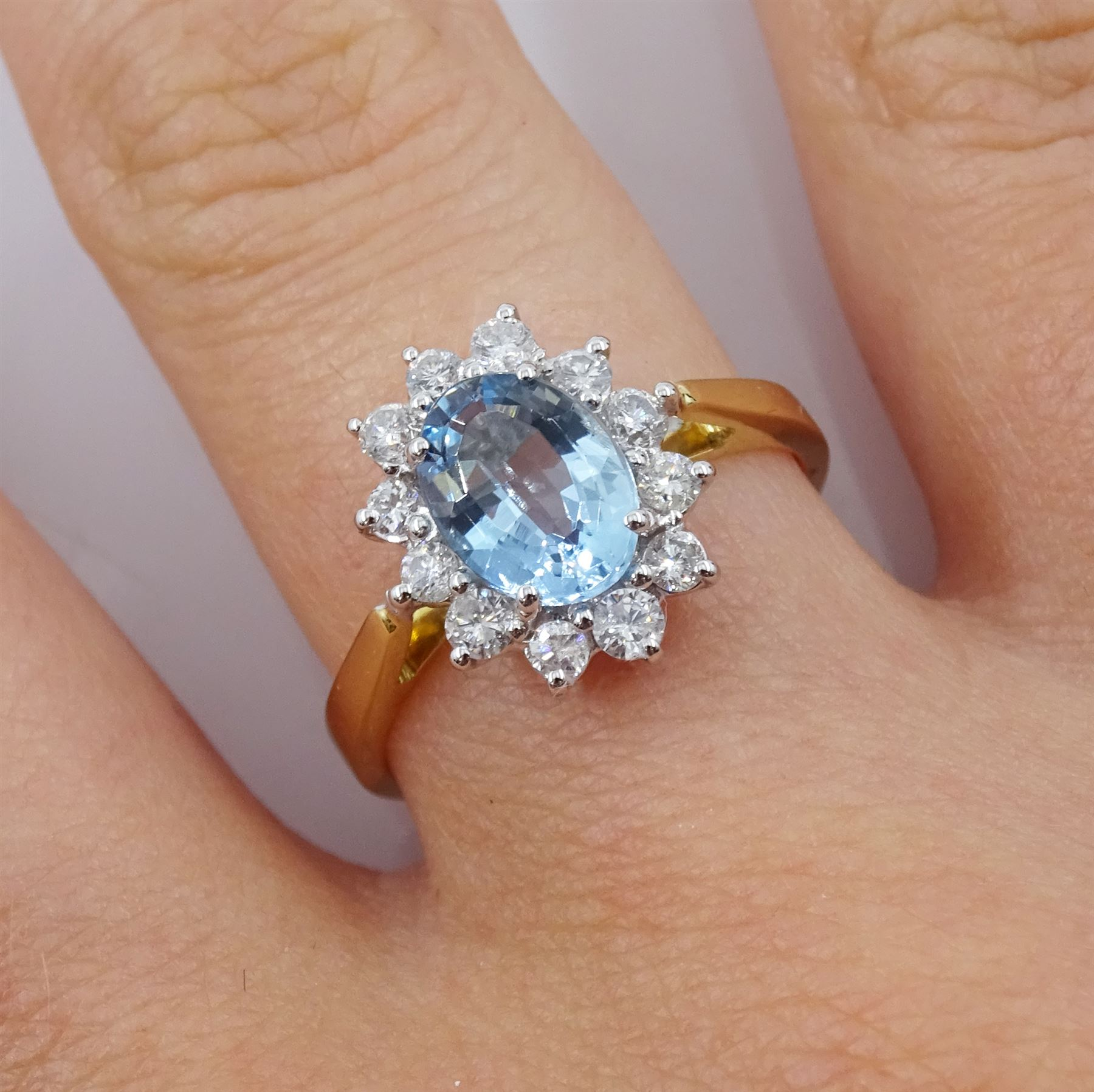 18ct gold oval aquamarine and round brilliant cut diamond cluster ring - Image 2 of 4