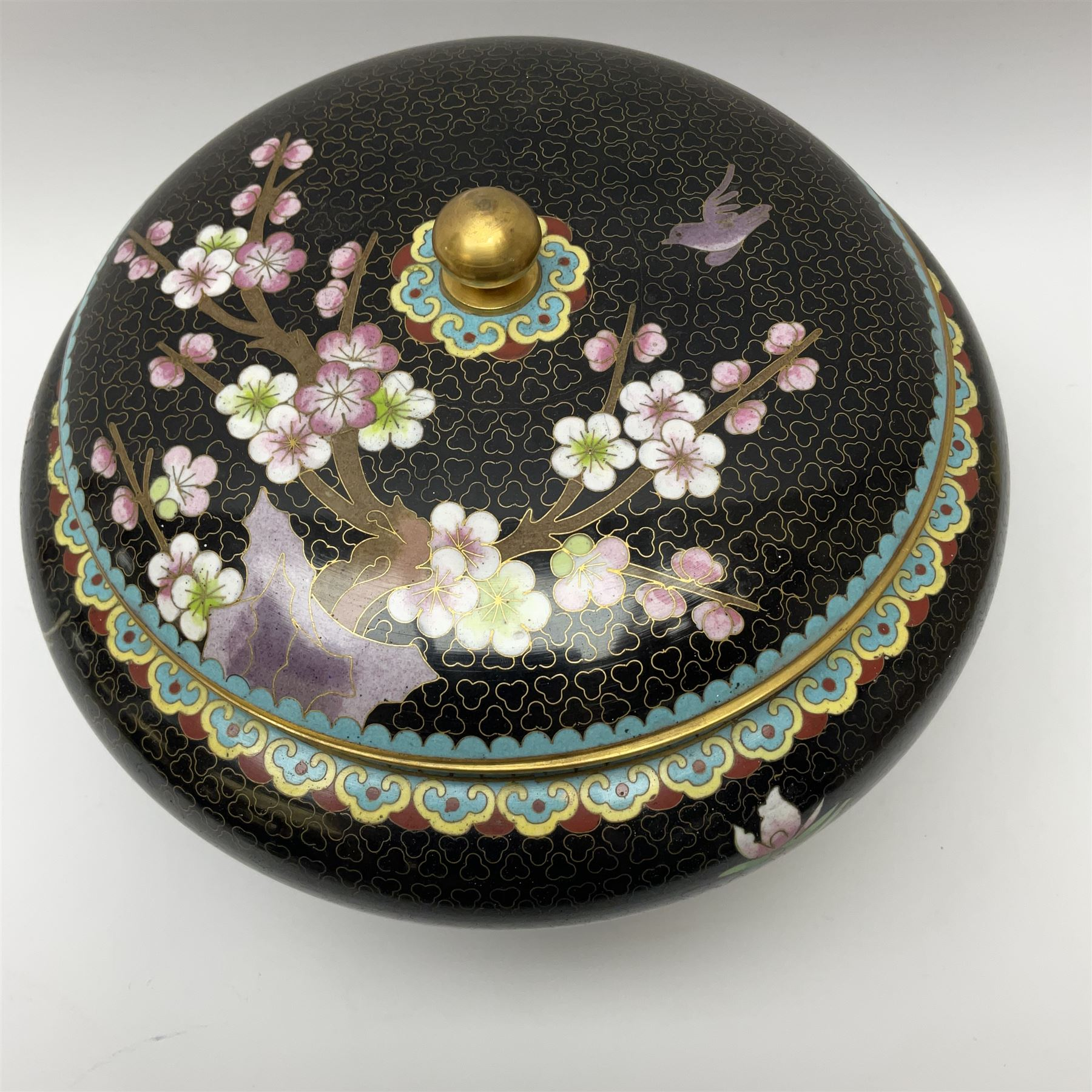 A Japanese cloisonne jar and cover - Image 2 of 4