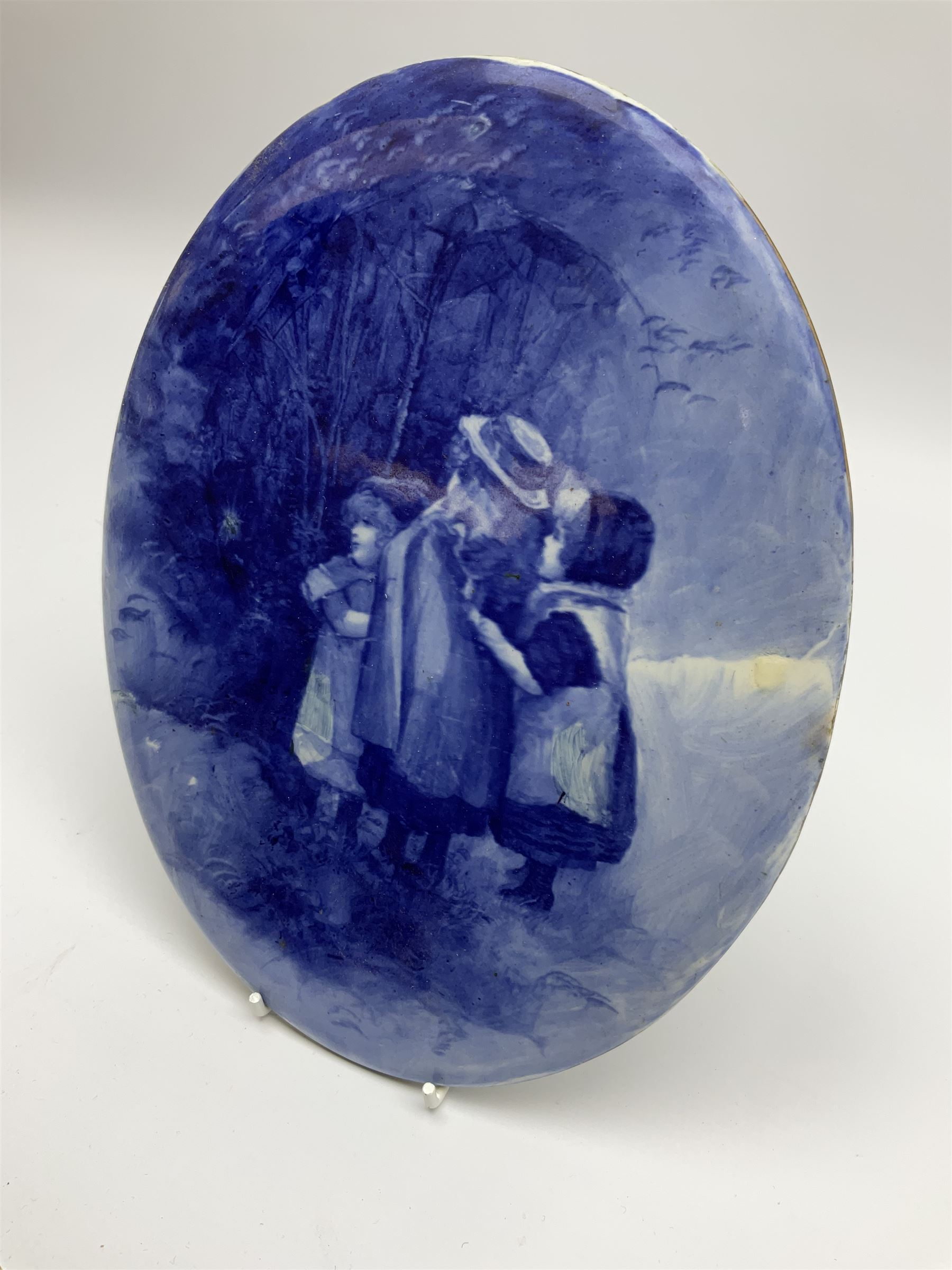 A Royal Doulton blue and white wall plaque - Image 2 of 7
