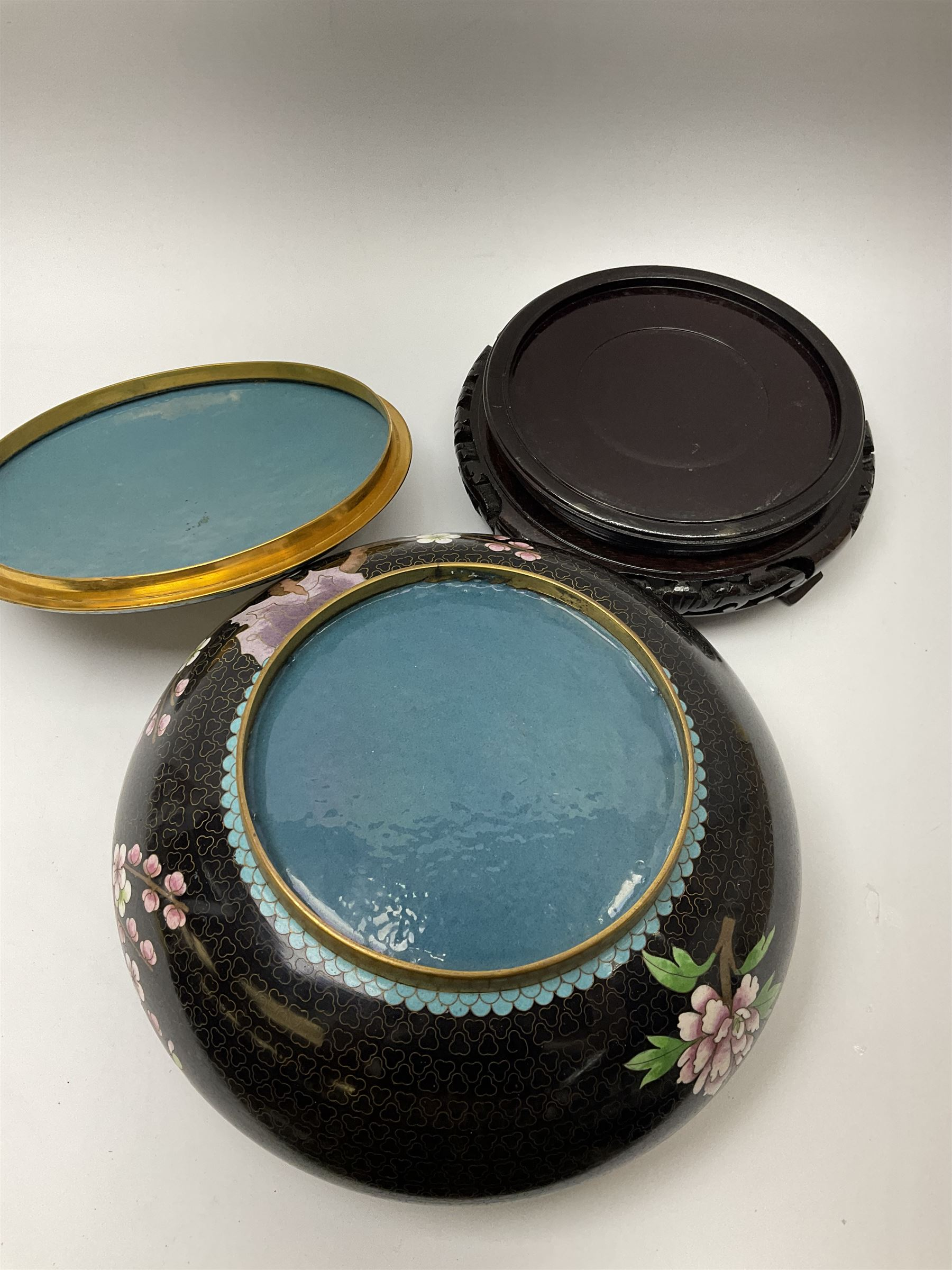 A Japanese cloisonne jar and cover - Image 4 of 4
