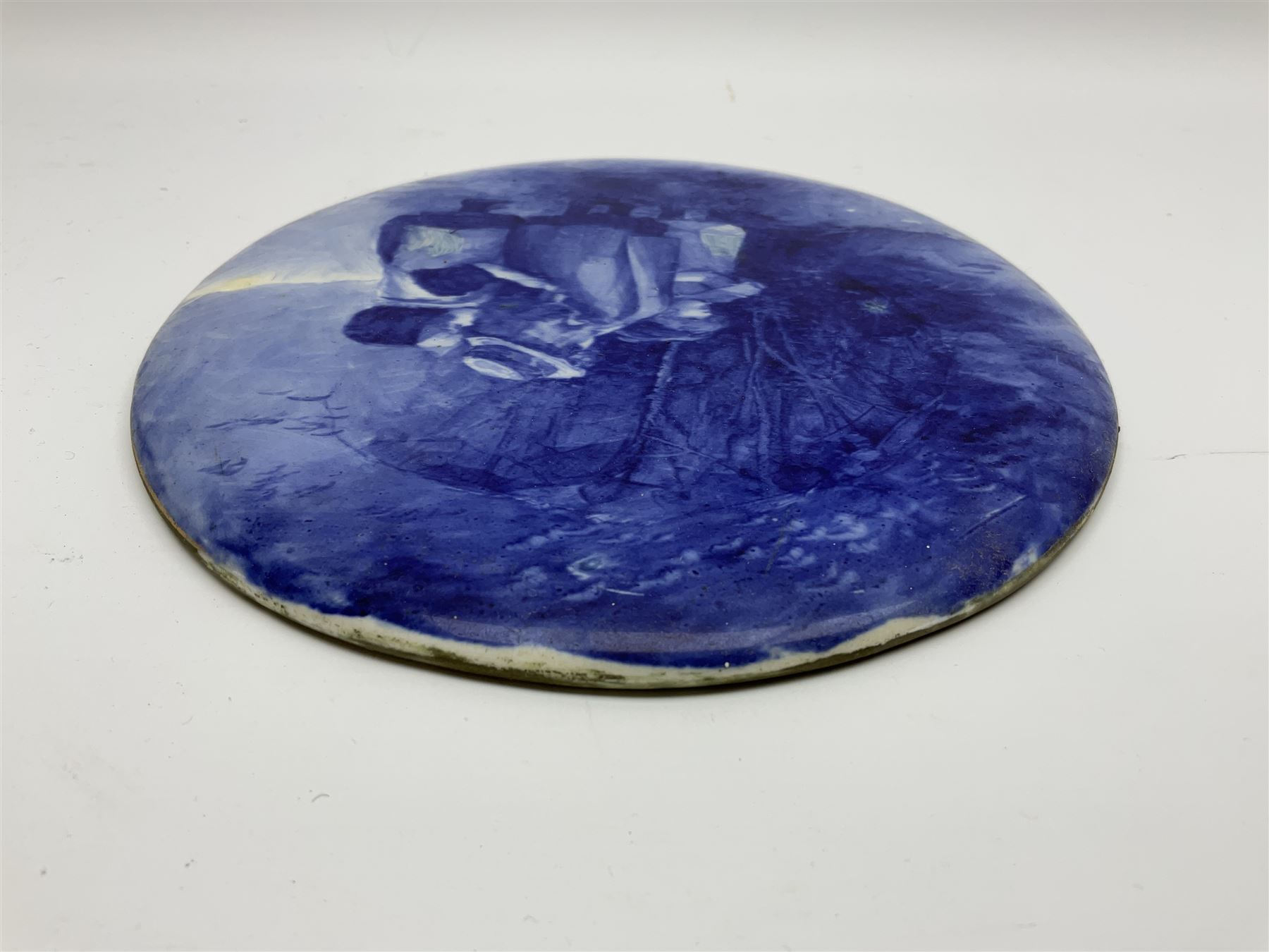 A Royal Doulton blue and white wall plaque - Image 4 of 7