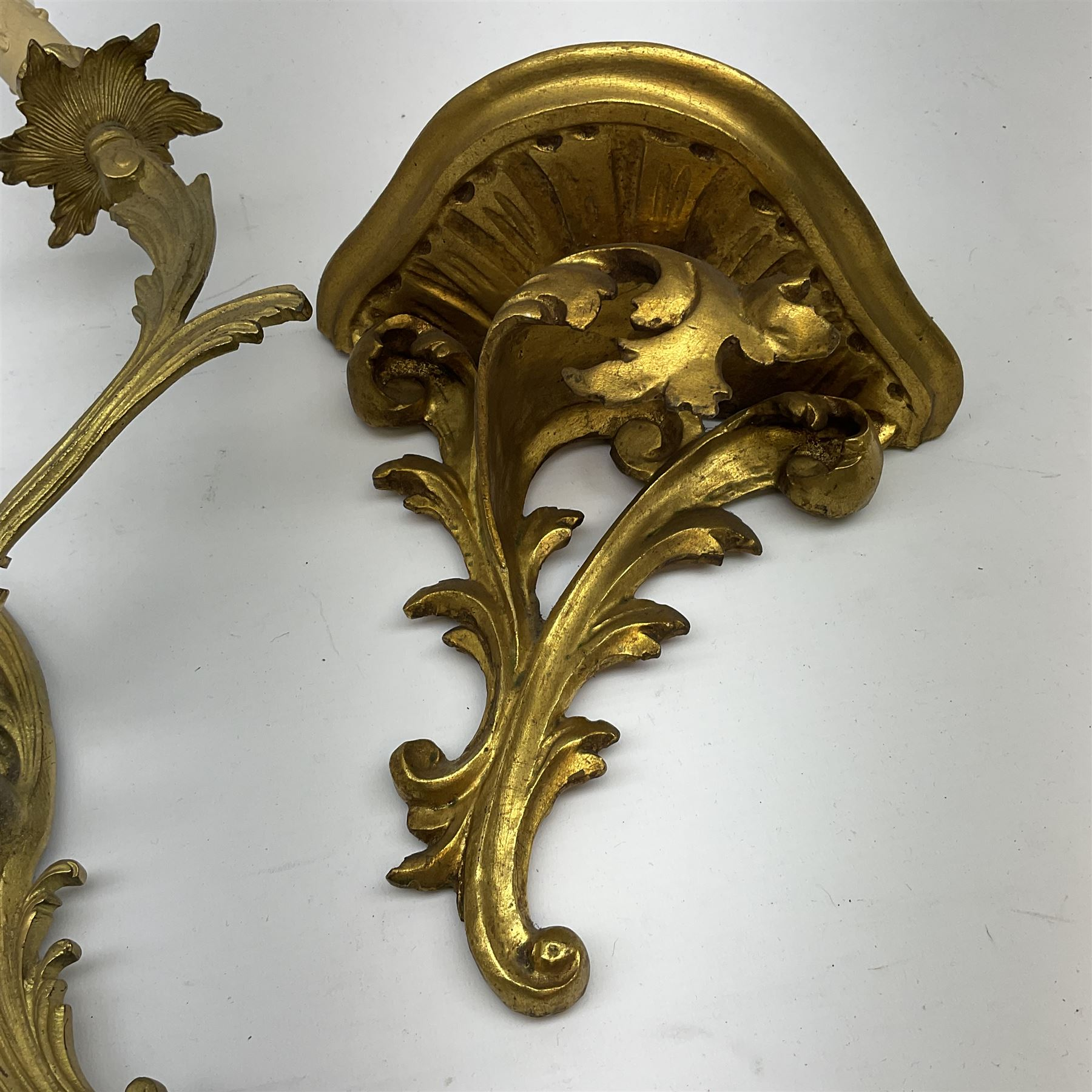 A Rococo style gilt metal three branch wall sconce wall light - Image 3 of 3