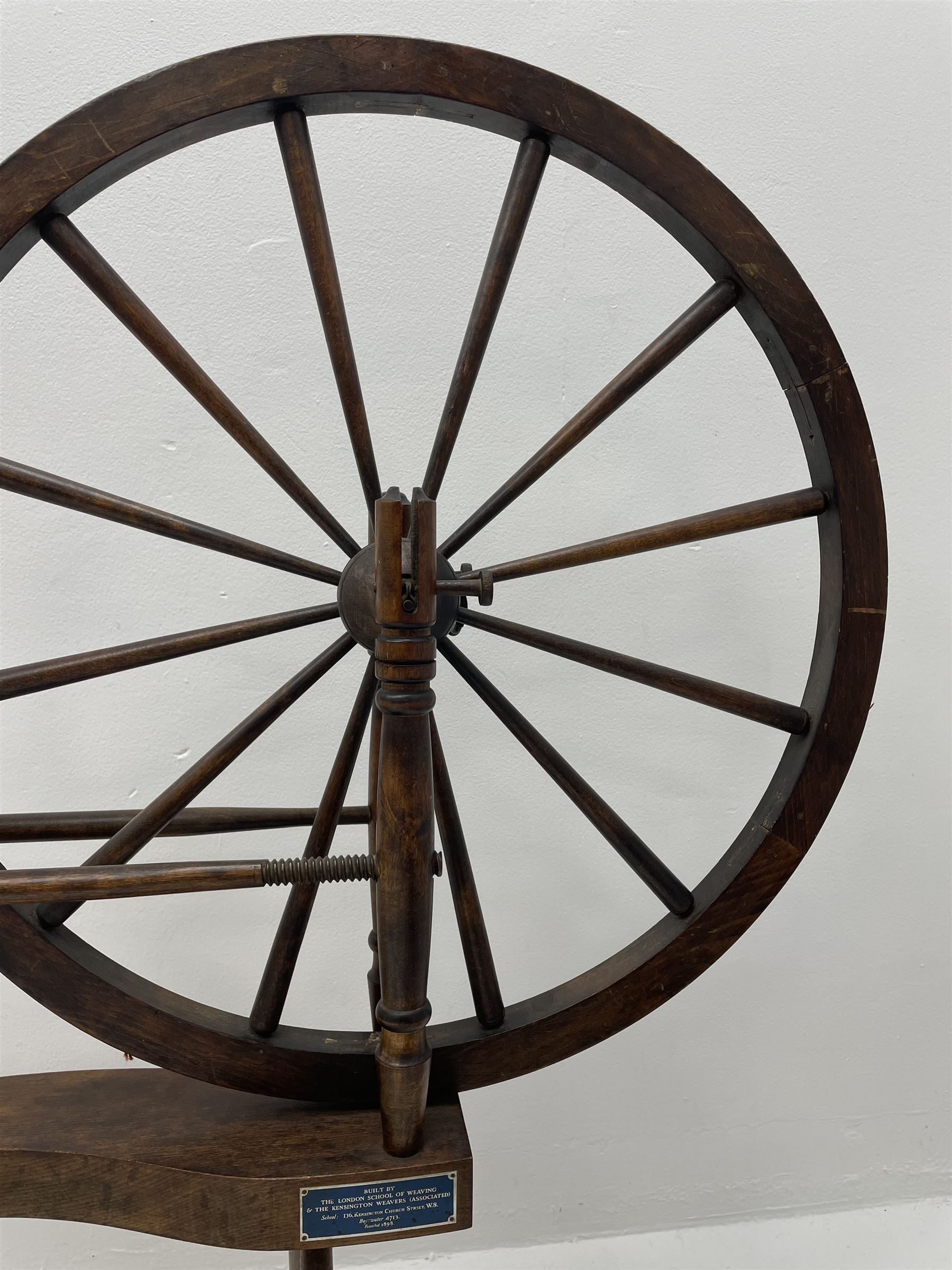 Early 20th century stained beech spinning wheel - Image 3 of 5
