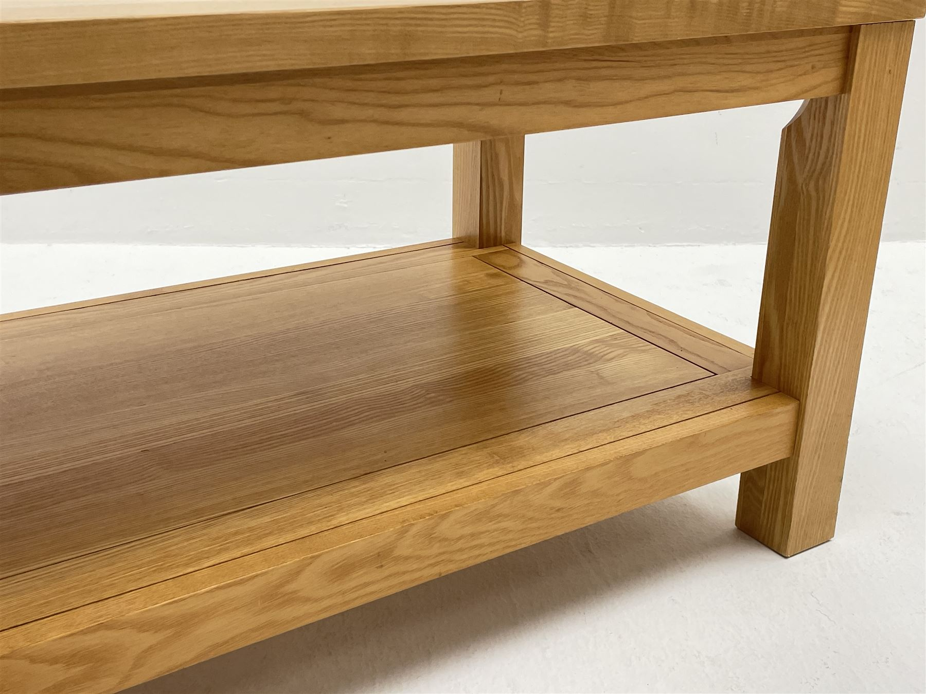 Light oak rectangular coffee table with undertier - Image 3 of 3