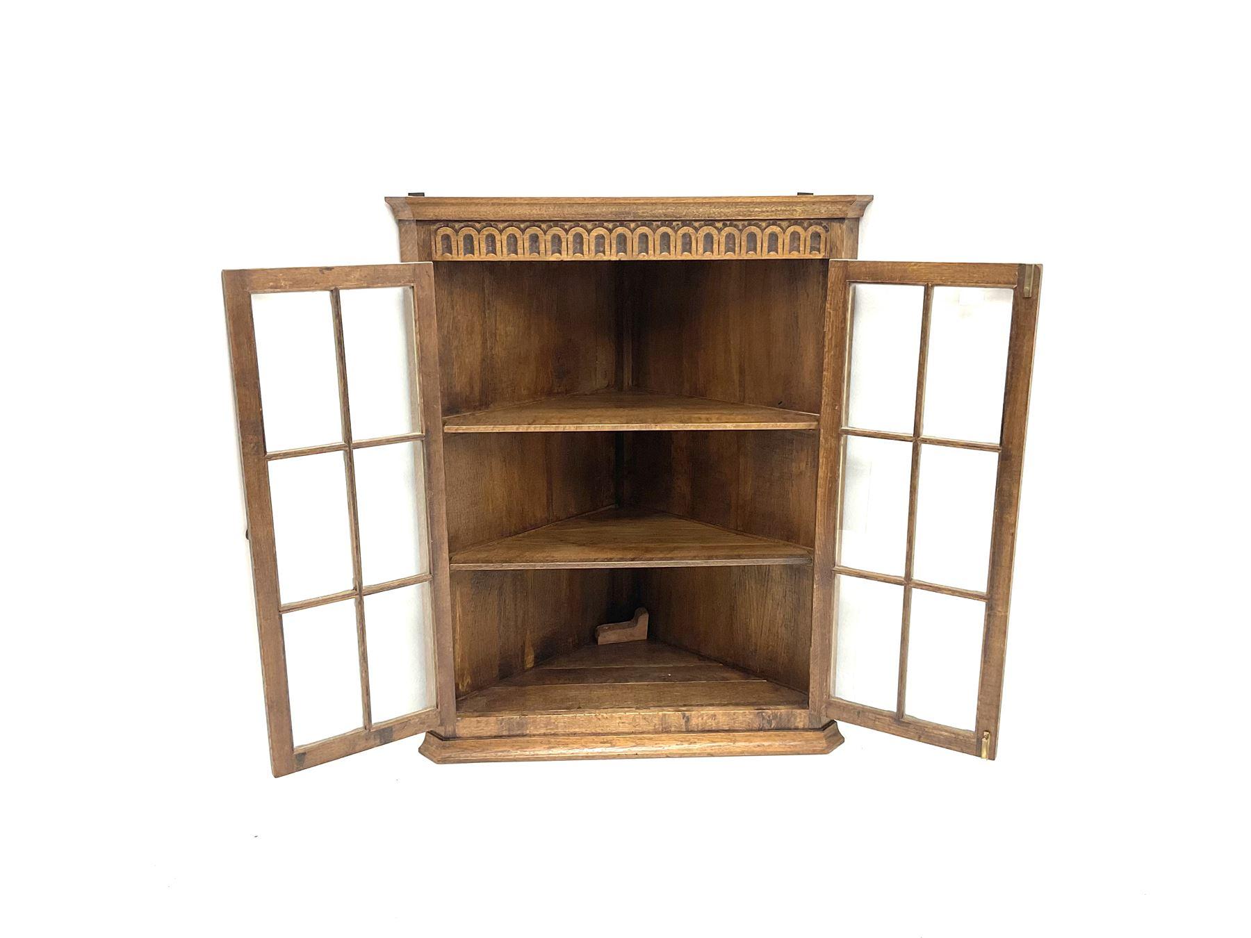 Late 20th century medium oak wall hanging corner cupboard - Image 2 of 2