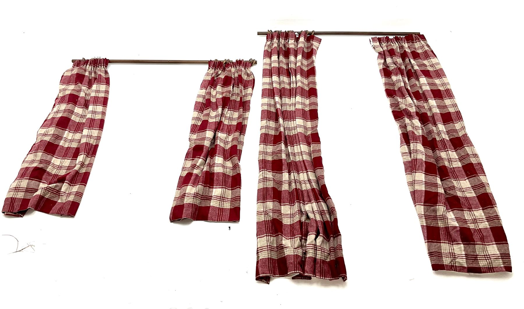 Two pairs of red and beige checkered line curtains along with curtain pole (W130