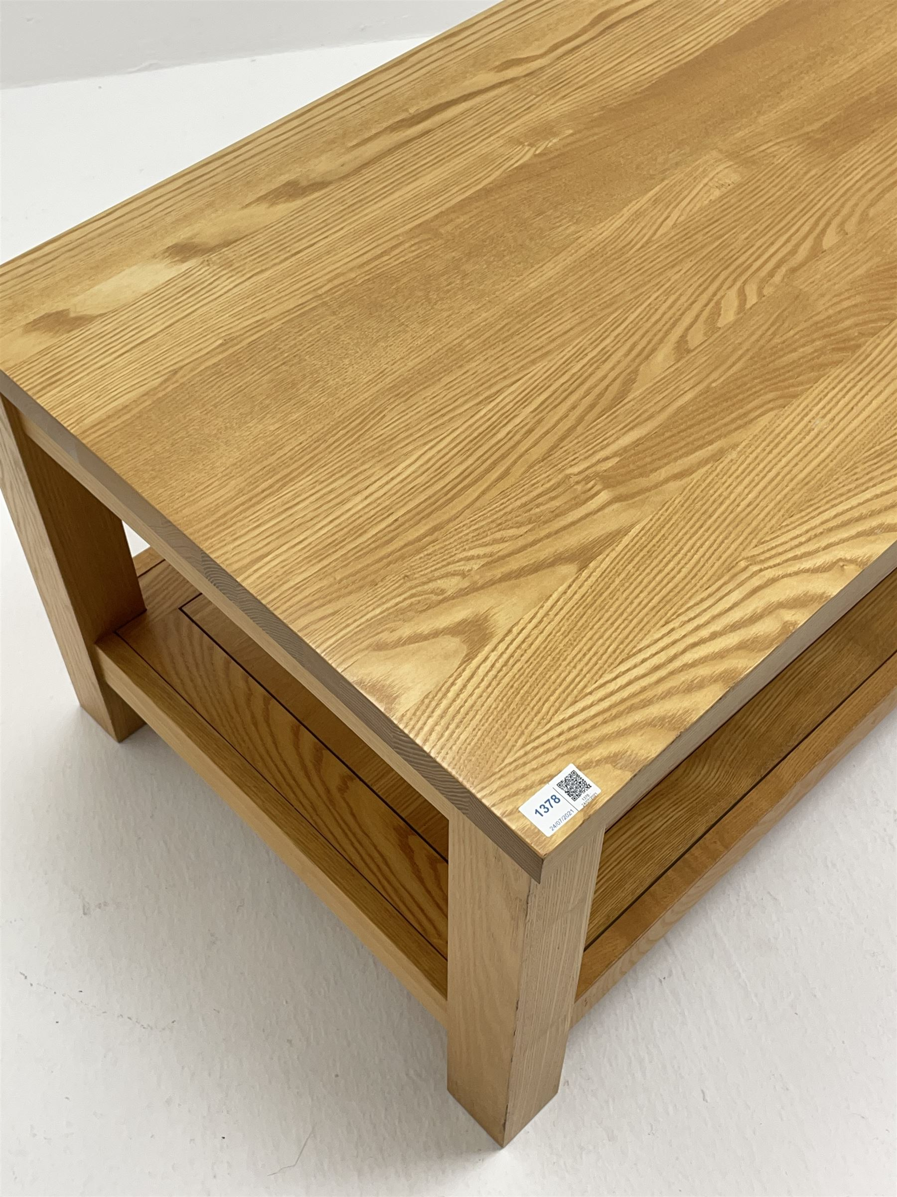 Light oak rectangular coffee table with undertier - Image 2 of 3