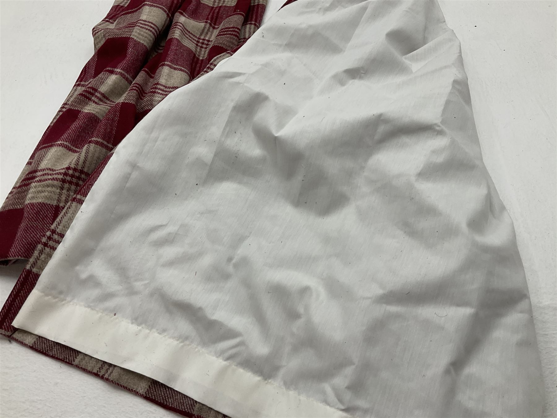 Two pairs of red and beige checkered line curtains along with curtain pole (W130 - Image 3 of 3