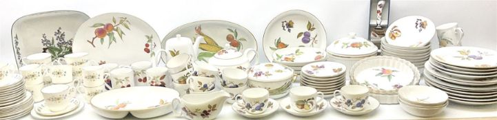 Royal Worcester Evesham pattern dinner and tea wares