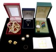 Gucci ladies wristwatch with changeable bezels