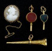 Gold cameo brooch depicting a Roman centurion