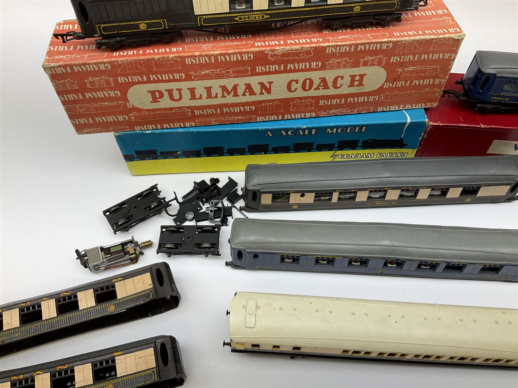 Graham Farish '00' gauge - six Pullman dining/brake dining cars - Image 5 of 8