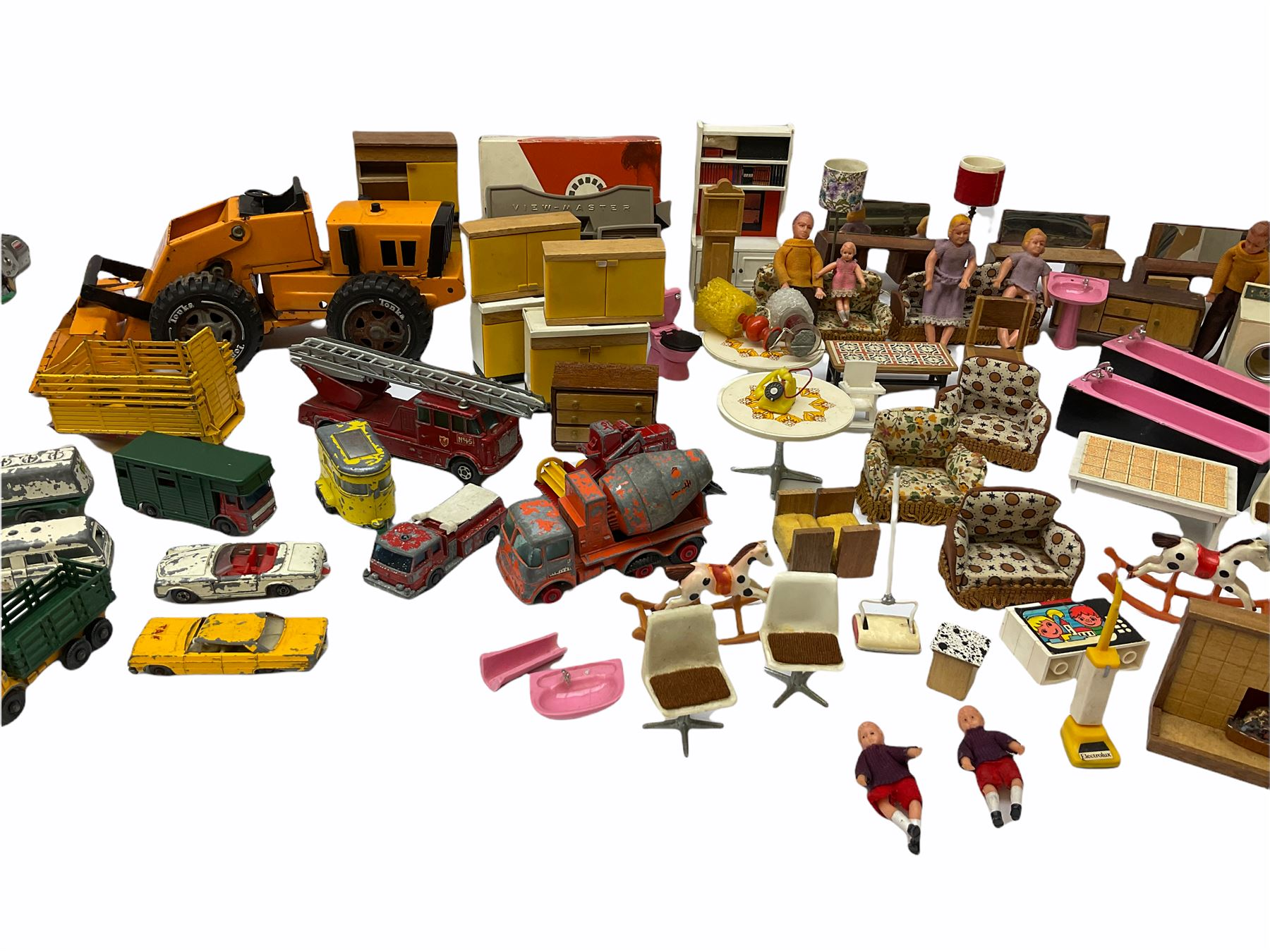 Miscellaneous toys - quantity of wooden and plastic dolls house furniture and accessories; quantity - Image 11 of 12