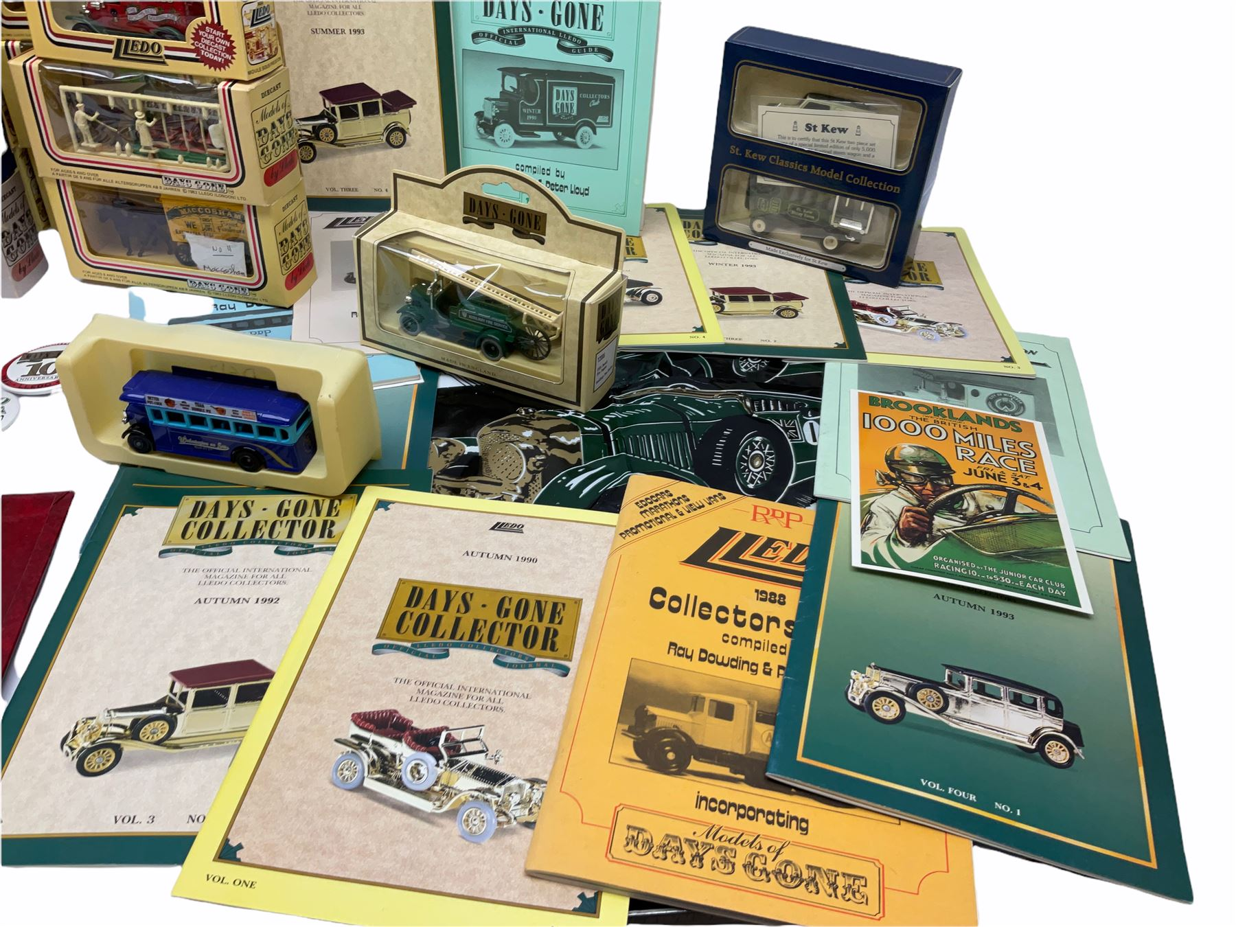 Thirty modern die-cast promotional and advertising models by Lledo; all boxed; together with quantit - Image 3 of 5