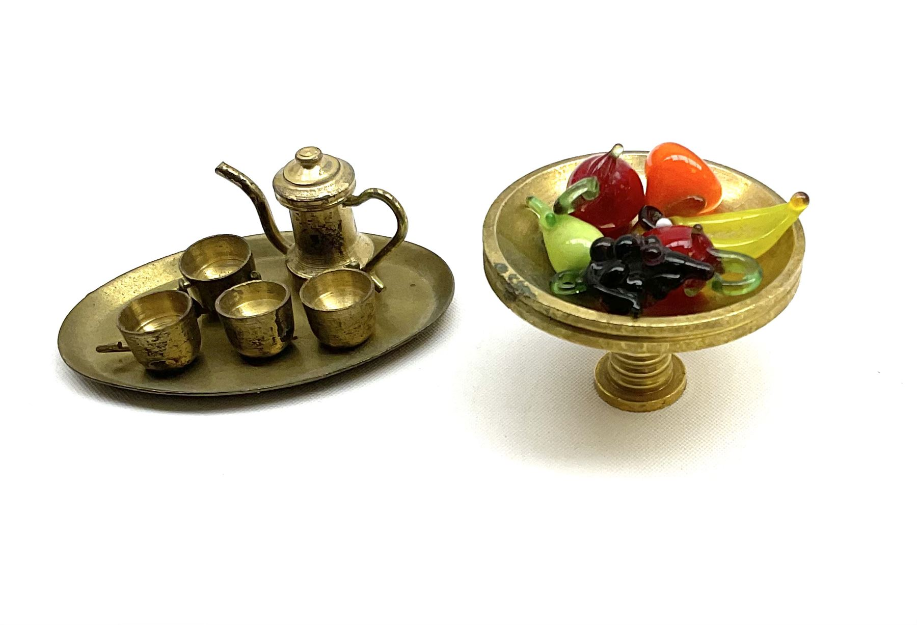 Over one-hundred various scale miniature brass ornaments suitable for decorating doll's houses inclu - Image 8 of 10