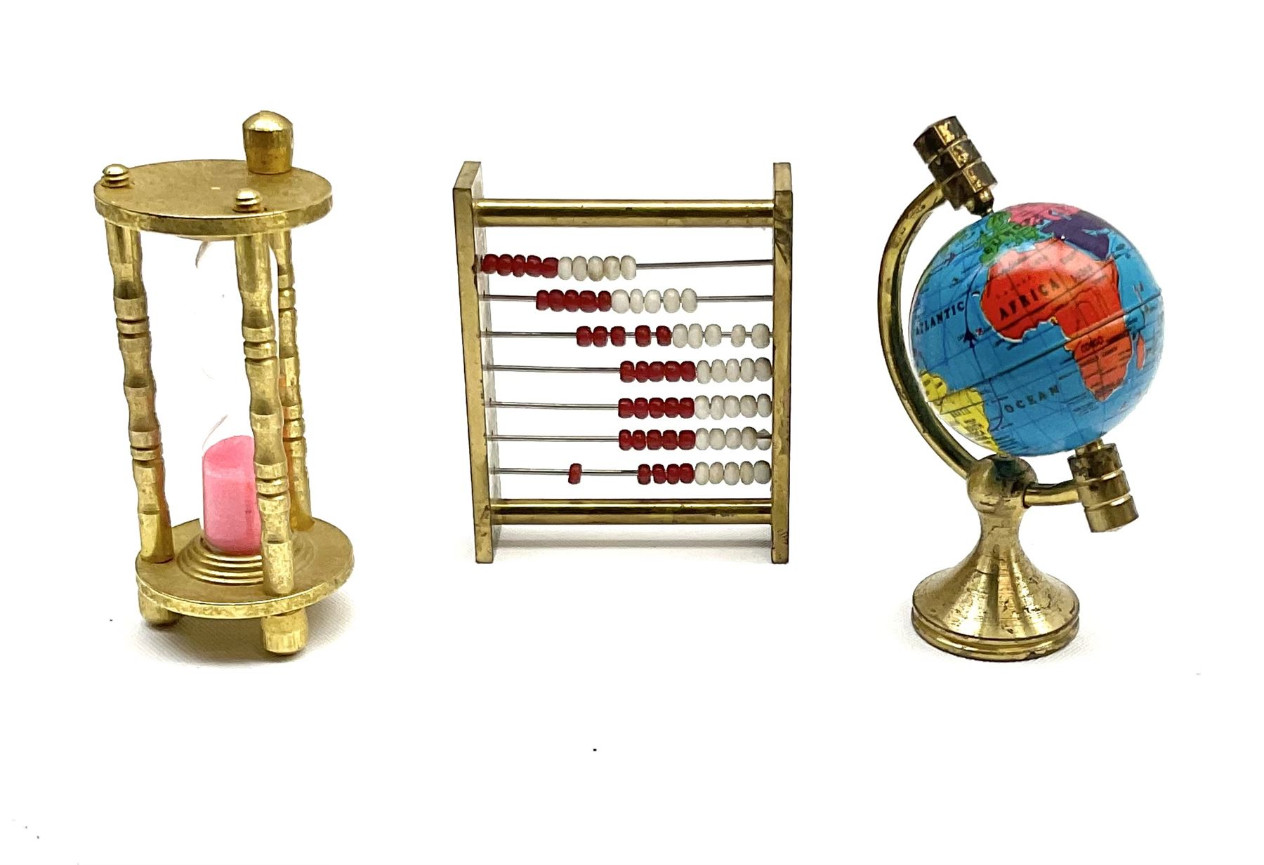 Over one-hundred various scale miniature brass ornaments suitable for decorating doll's houses inclu - Image 5 of 10