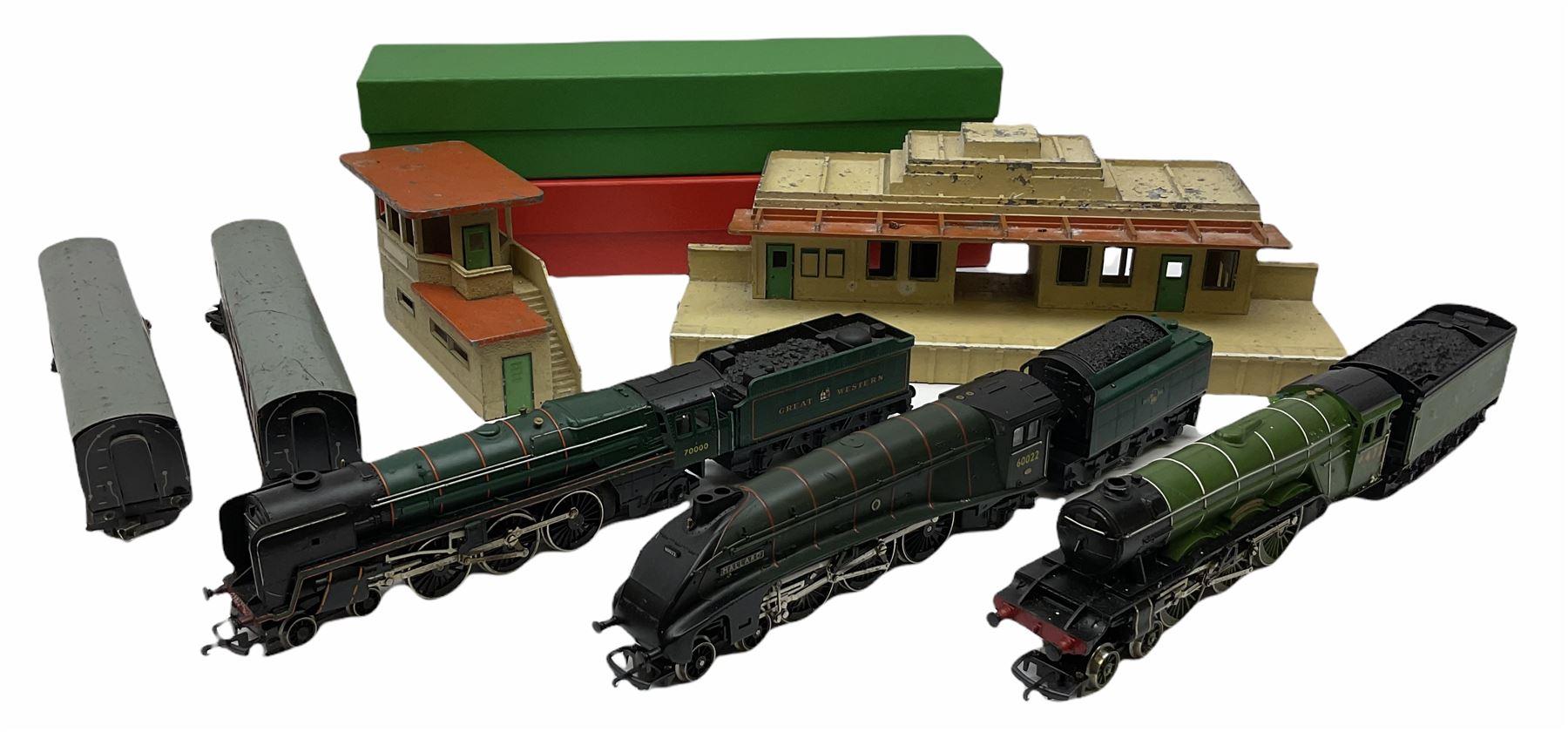 Hornby '00' gauge - Class A4 4-6-2 locomotive 'Mallard' No.60022; Class A1/A3 4-6-2 locomotive 'Flyi
