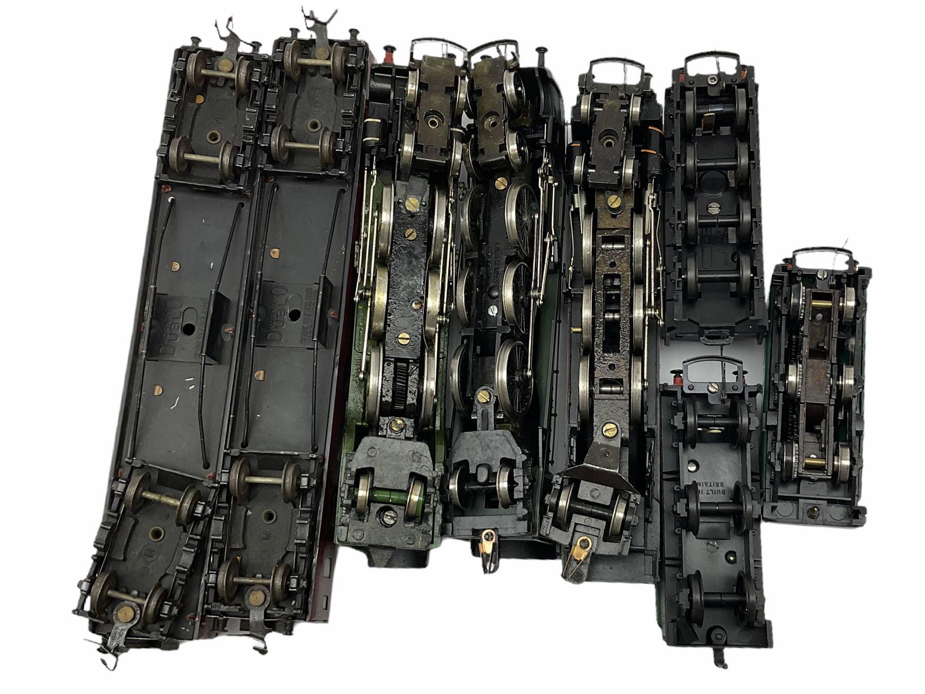 Hornby '00' gauge - Class A4 4-6-2 locomotive 'Mallard' No.60022; Class A1/A3 4-6-2 locomotive 'Flyi - Image 11 of 11