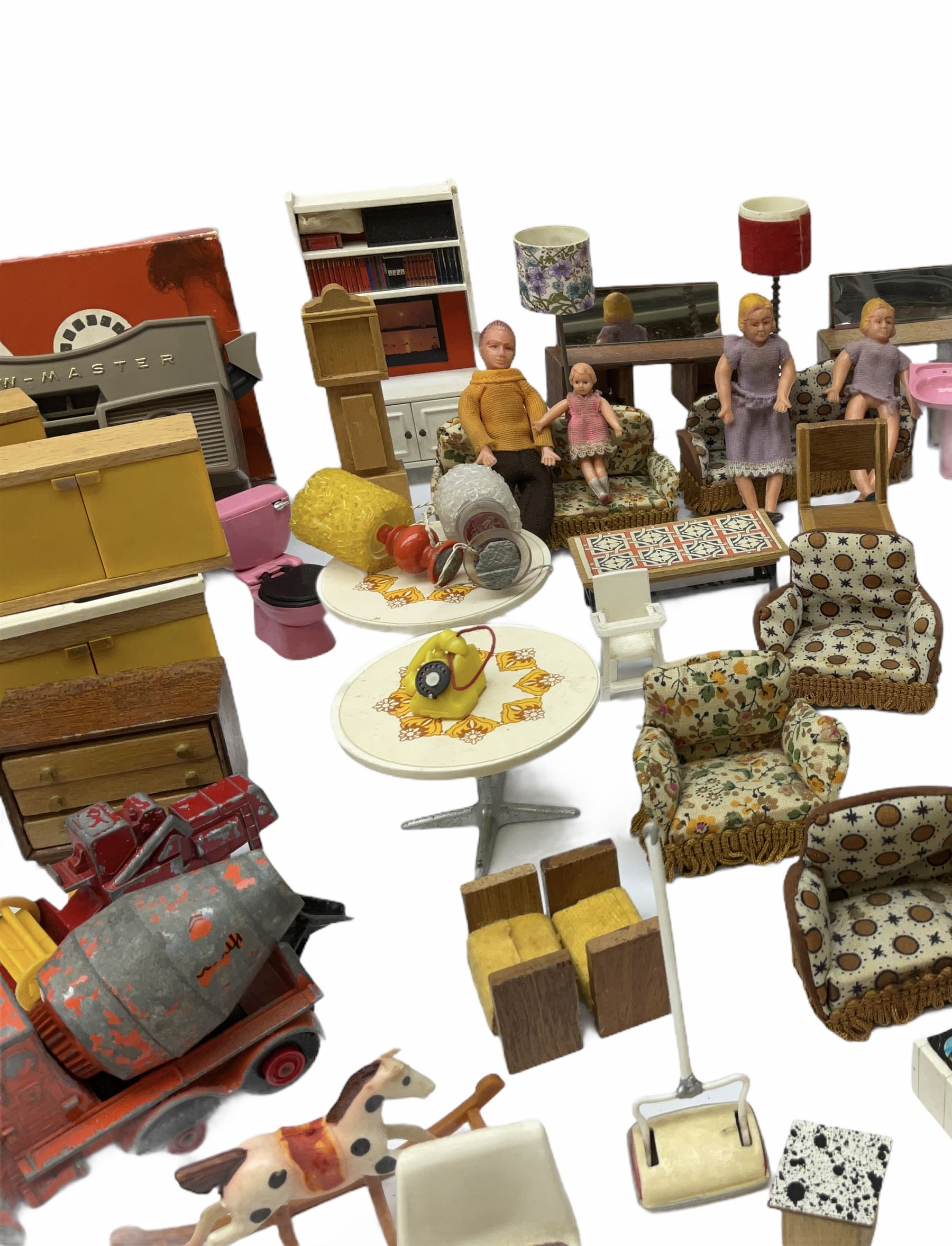 Miscellaneous toys - quantity of wooden and plastic dolls house furniture and accessories; quantity - Image 12 of 12