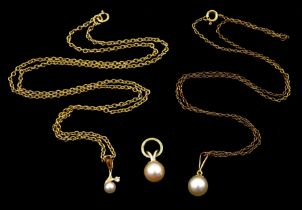 Gold pearl and diamond pendant necklace