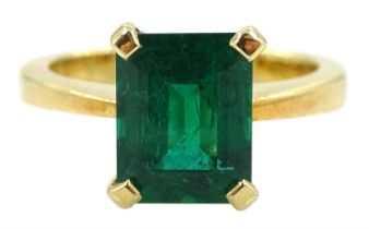 18ct gold single stone emerald ring