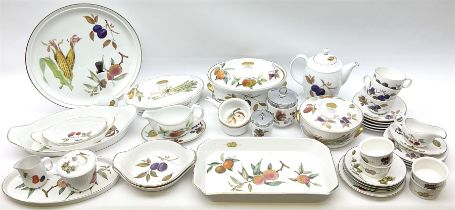 Quantity of Royal Worcester dinner and tea wares