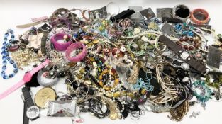 Costume jewellery including necklaces