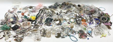 Quantity of modern costume jewellery