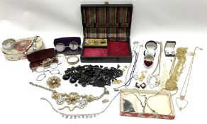 Costume jewellery including brooches