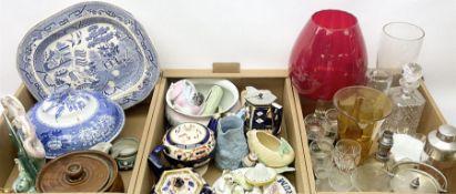 Quantity of assorted glass and ceramics