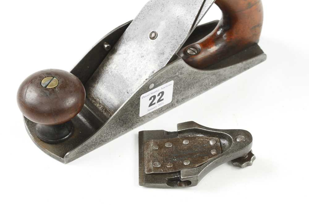 A rare BAILEY smoother with repaired decorative lever cap and cracked handle, iron by James - Image 3 of 4