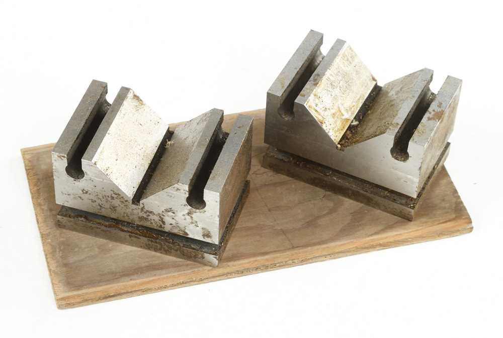 A set of engineers precision V Blocks in orig box G+ - Image 2 of 2