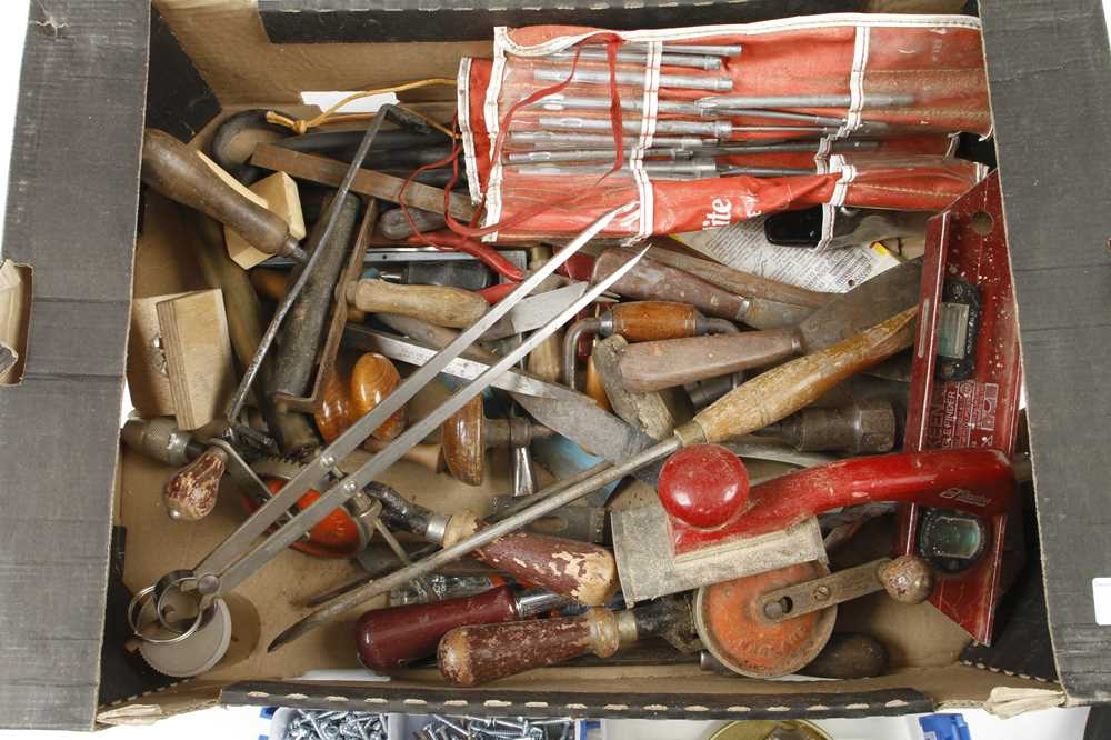 A box of tools G - Image 2 of 2