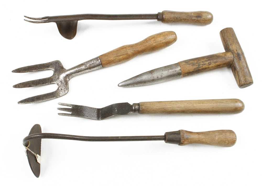 Five garden tools G+