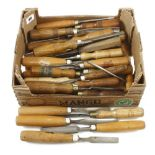 34 chisels, gouges and carving tools G+