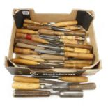 30 chisels, gouges and carving tools G