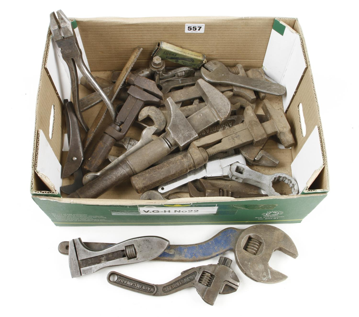 Ten adjustable wrenches and five others G