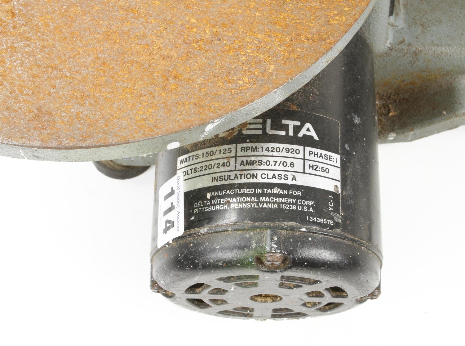 """A DELTA 16"""" two speed scroll saw a little light rust to table Pat tested G - Image 3 of 3"""