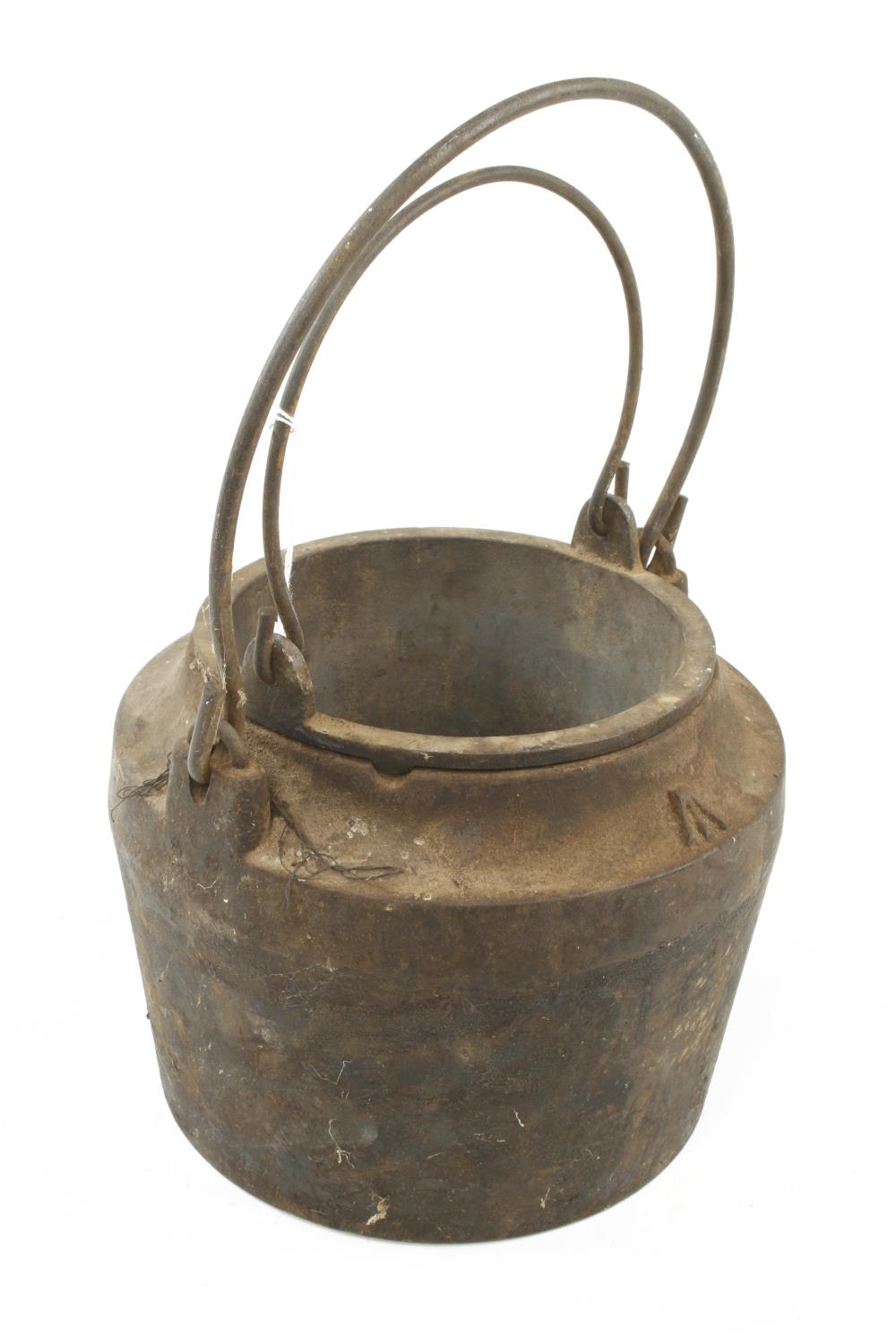 """An unusually large iron glue pot No 7 with Broad Arrow, 9"""" overall dia G+ - Image 3 of 3"""
