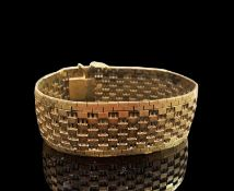 A 9ct gold bracelet width 24mm 40.7gmCondition report: English hallmark 1977