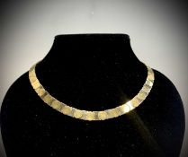 A stylish contemporary Italian 18ct two-colour gold necklace by Superoro 41.2gm Length 43.5cm (see