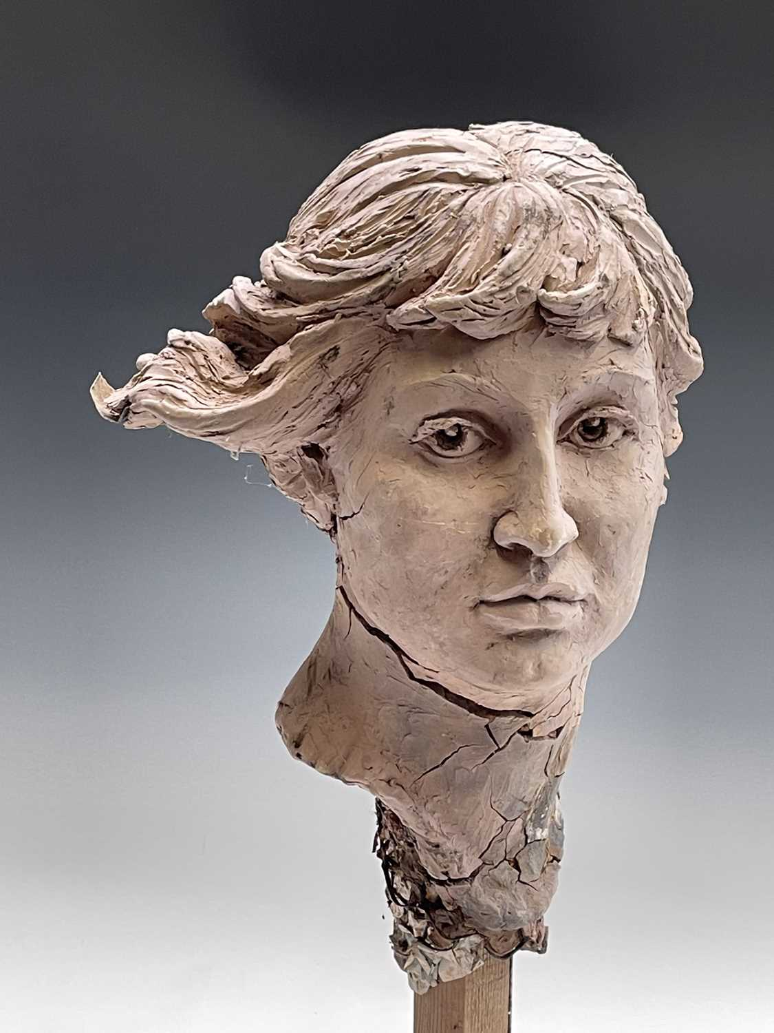 Alec WILES (1924)Female Head Clay sculpture Height 58cm