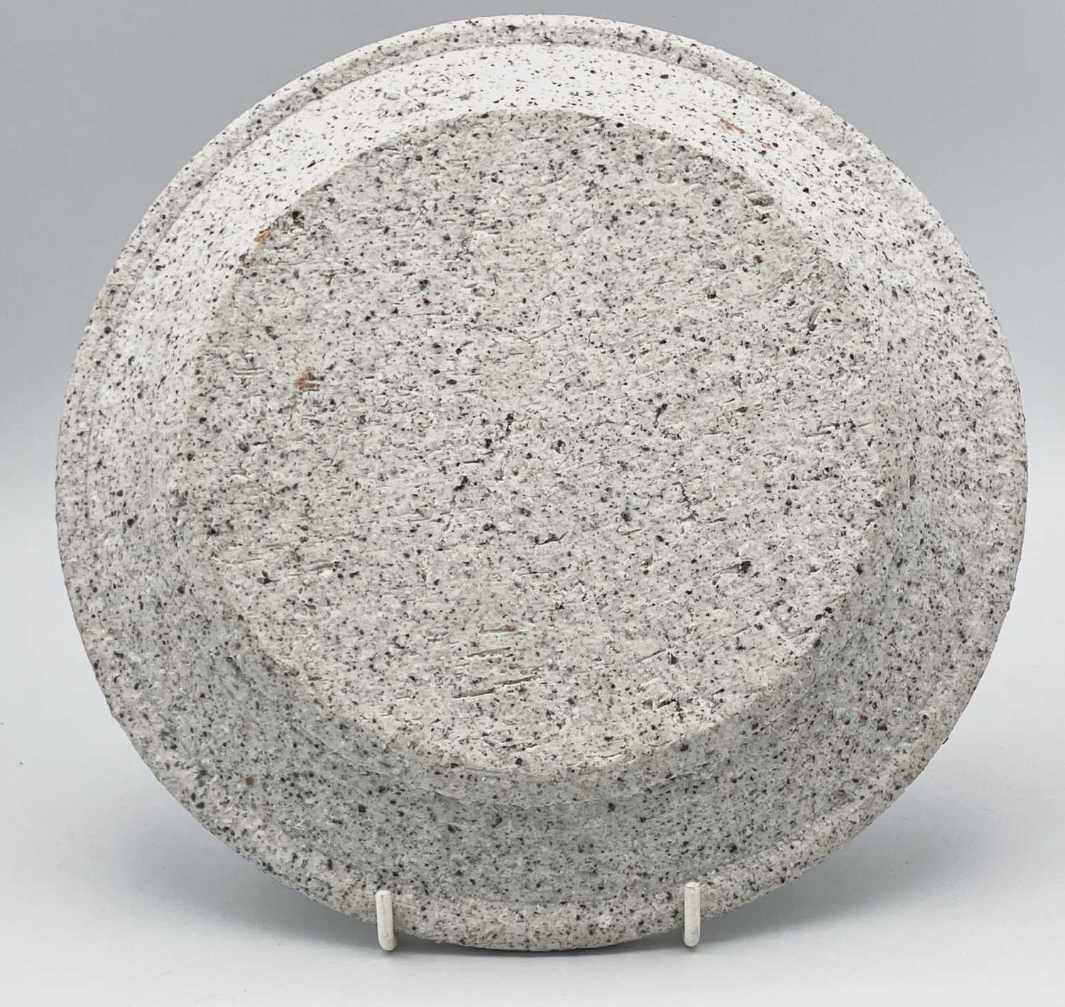 Peter SMITH (1941)A plate made of experimental porcelain with low fire body splatter circa - Image 2 of 5