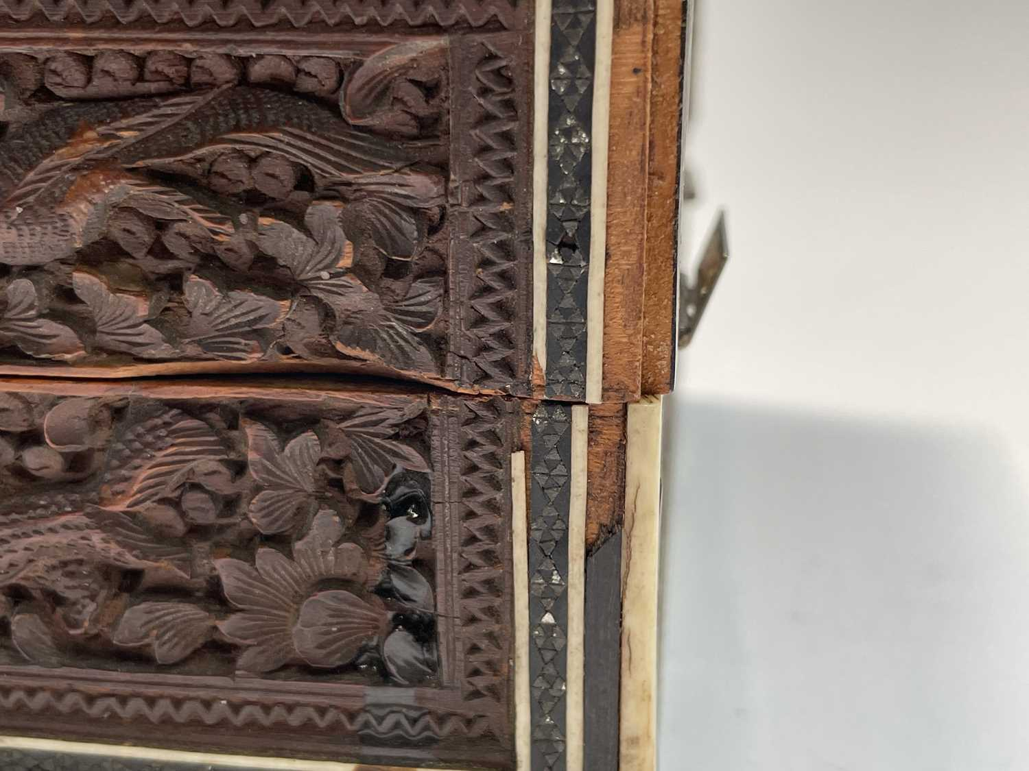 An Anglo Indian Vizagapatam and sadeli work banded folding cribbage board, 19th century, full length - Image 3 of 10