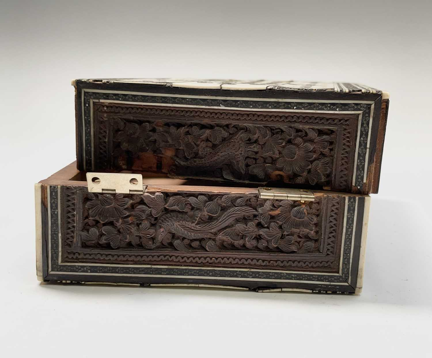 An Anglo Indian Vizagapatam and sadeli work banded folding cribbage board, 19th century, full length - Image 6 of 10
