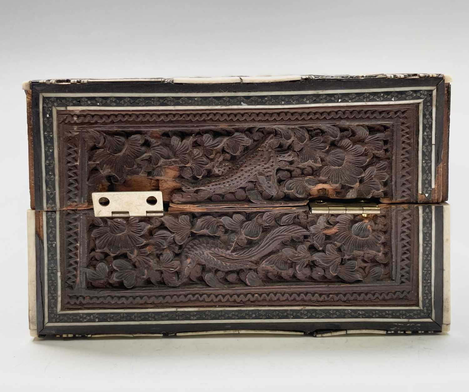 An Anglo Indian Vizagapatam and sadeli work banded folding cribbage board, 19th century, full length - Image 5 of 10