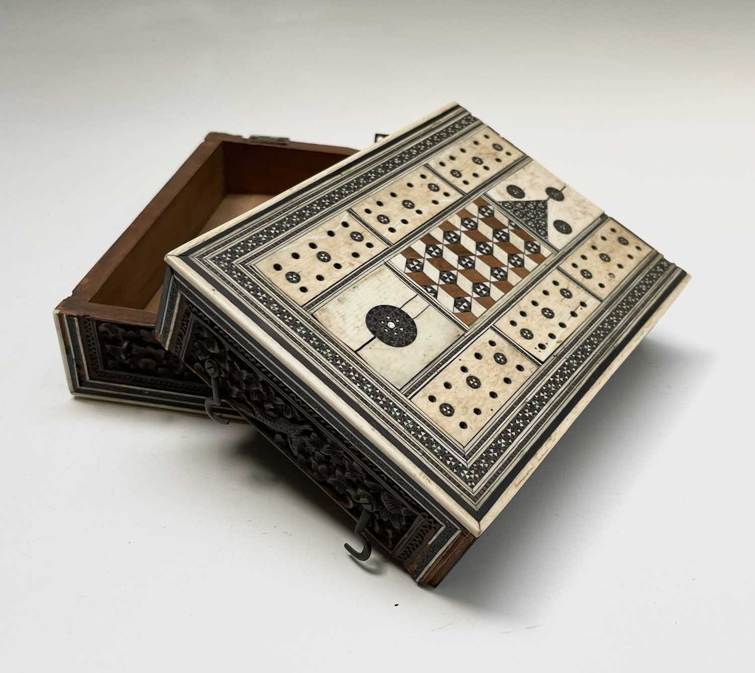 An Anglo Indian Vizagapatam and sadeli work banded folding cribbage board, 19th century, full length - Image 9 of 10