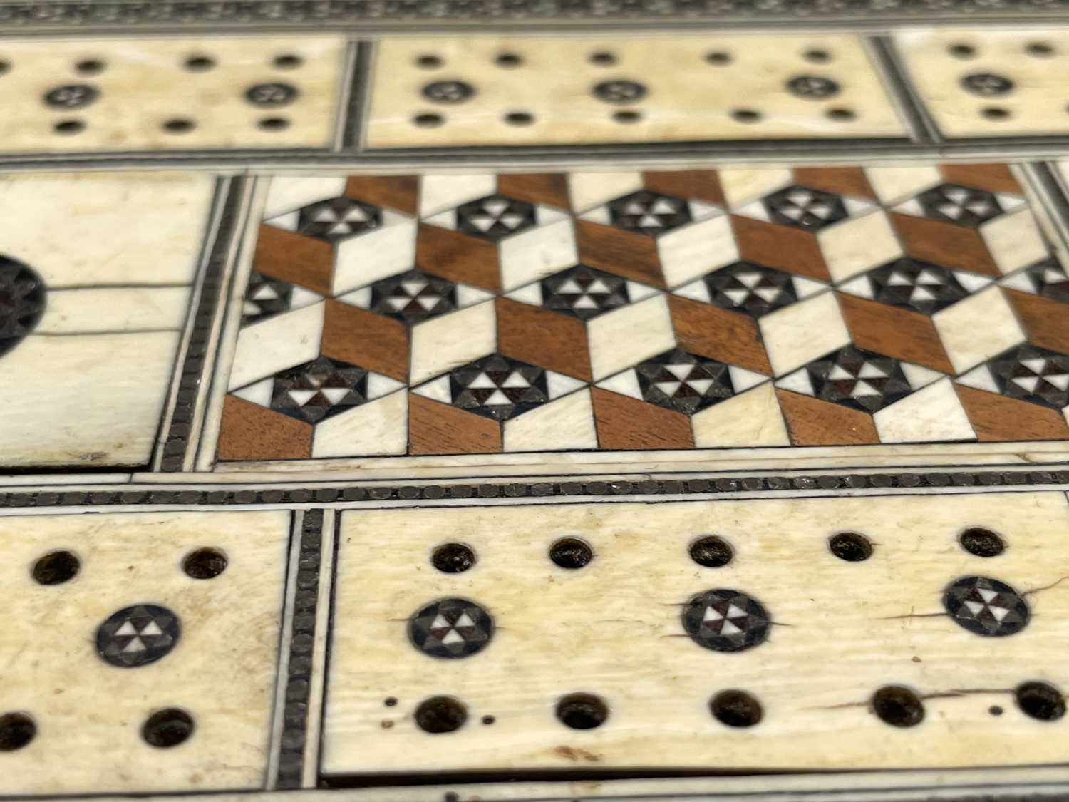 An Anglo Indian Vizagapatam and sadeli work banded folding cribbage board, 19th century, full length - Image 8 of 10