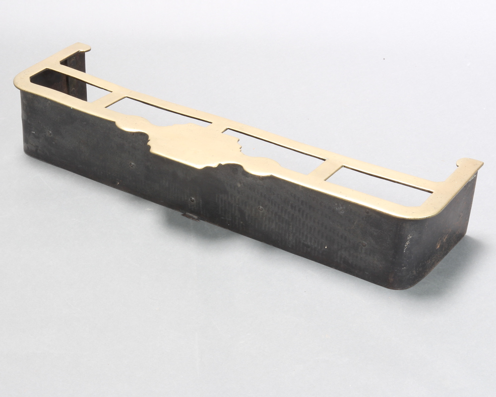 A Victorian polished brass and steel fender 6cm h x 91cm w x 30cm d