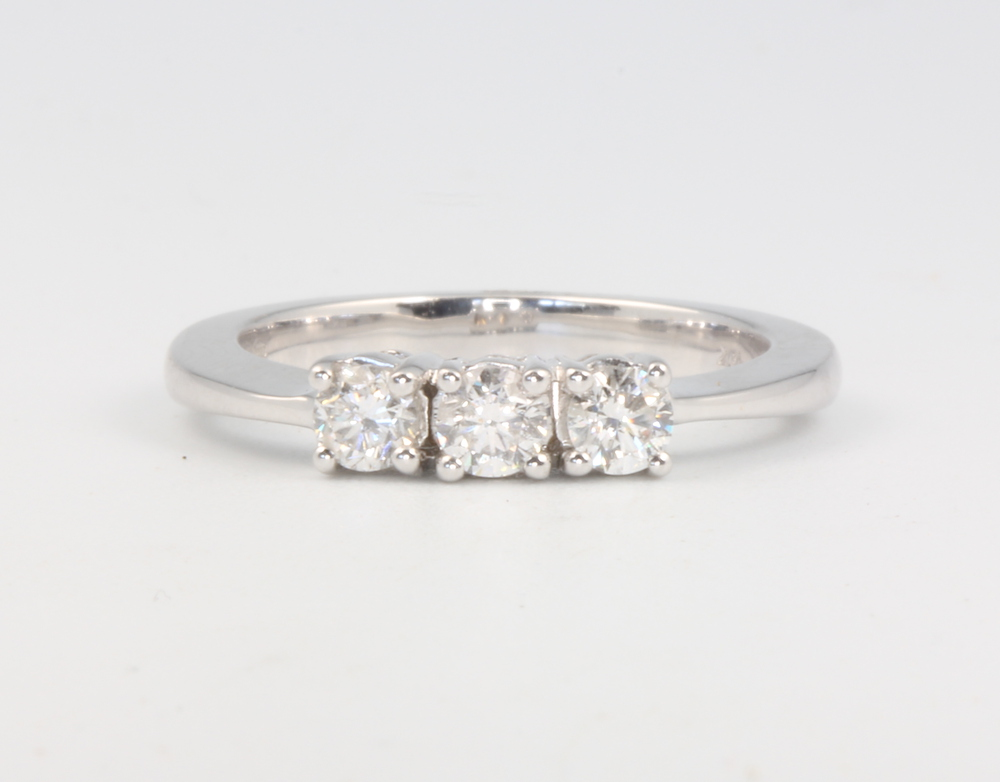 An 18ct white gold 3 stone brilliant cut diamond ring, approx. 0.5ct, size N, 5 grams